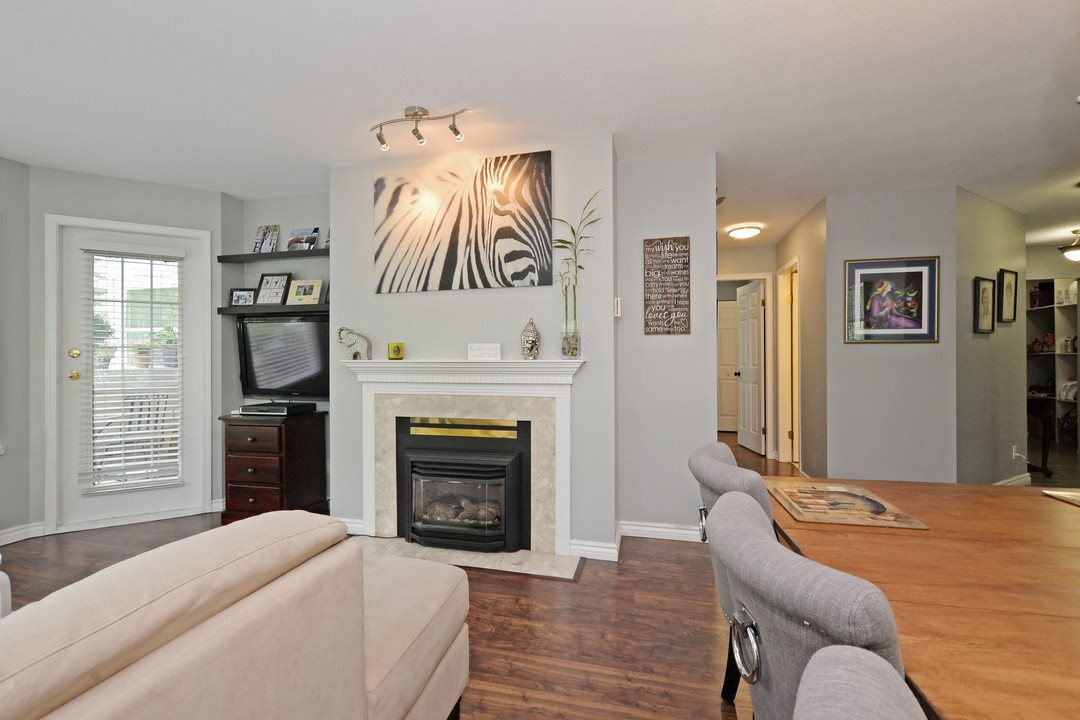 "Photo 4: 222 6820 RUMBLE Street in Burnaby: South Slope Condo for sale in ""THE MANSION"" (Burnaby South)  : MLS® # R2183095"