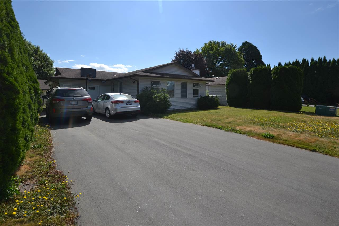 Main Photo: 8924 CHARLES Street in Chilliwack: Chilliwack E Young-Yale House for sale : MLS® # R2192890