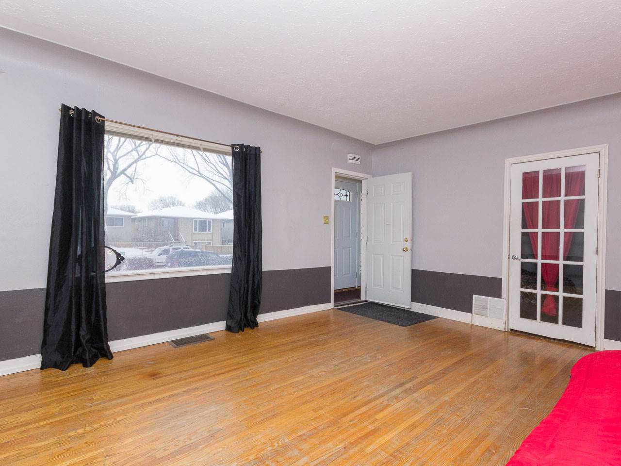 Photo 2: 12139 64 Street in Edmonton: Zone 06 House for sale : MLS® # E4077626