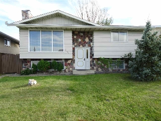 Main Photo: 7811 33 Avenue in Edmonton: Zone 29 House for sale : MLS® # E4079556