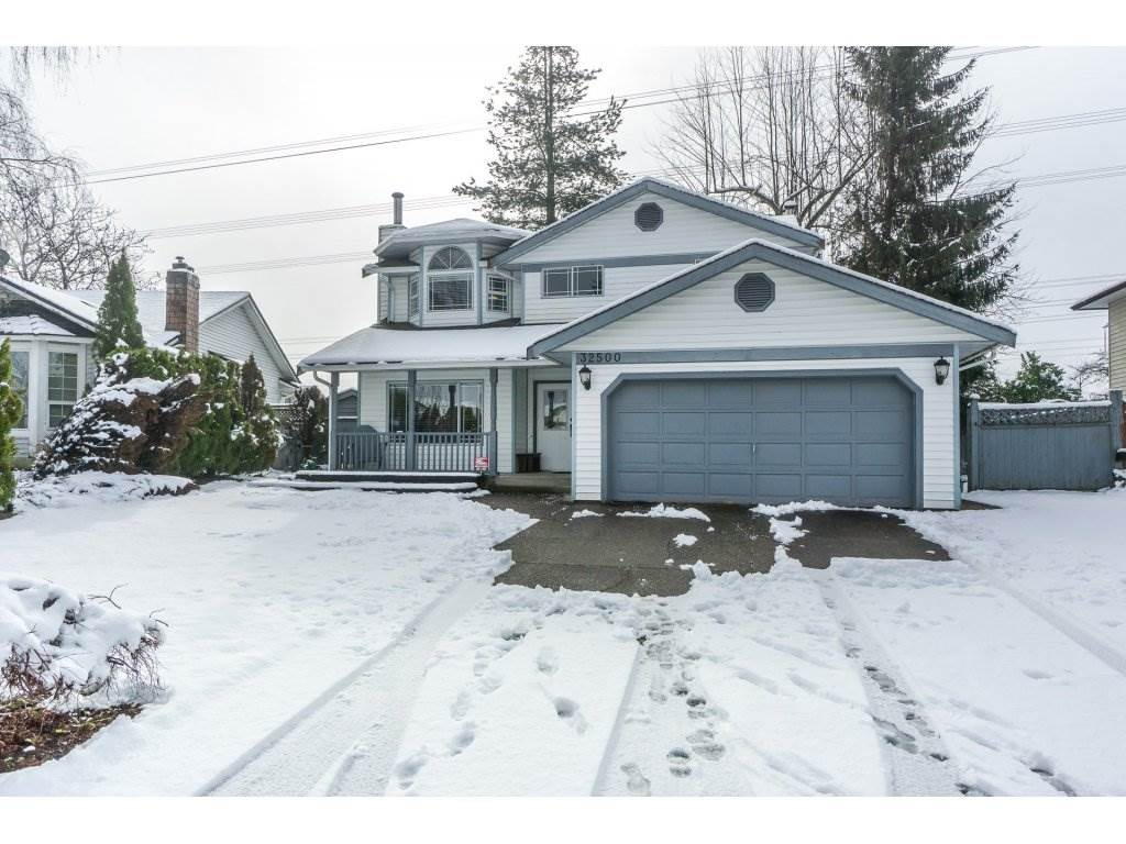 Main Photo: 32500 QUALICUM Place in Abbotsford: Central Abbotsford House for sale : MLS®# R2240933