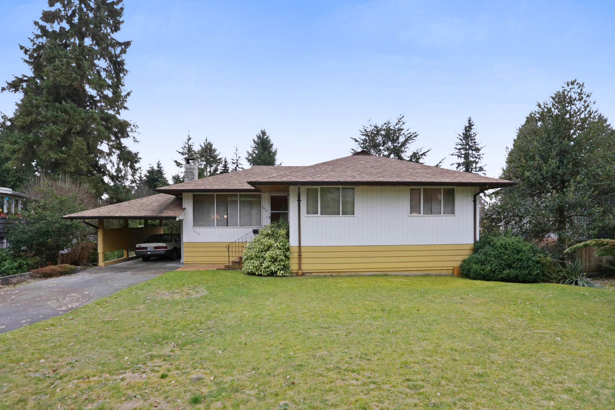 Main Photo: 1017 ARLINGTON Crescent in North Vancouver: Edgemont House for sale : MLS®# R2252498