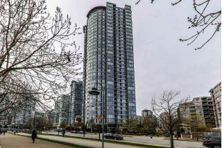 "Main Photo: 902 1033 MARINASIDE Crescent in Vancouver: Yaletown Condo for sale in ""Quaywest1"" (Vancouver West)  : MLS®# R2261099"