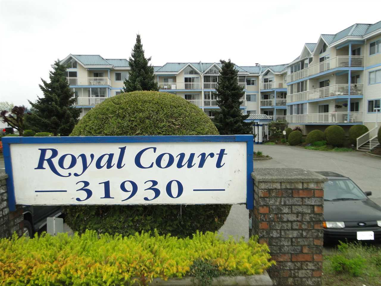 "Main Photo: 304 31930 OLD YALE Road in Abbotsford: Abbotsford West Condo for sale in ""Royal Court"" : MLS®# R2266107"