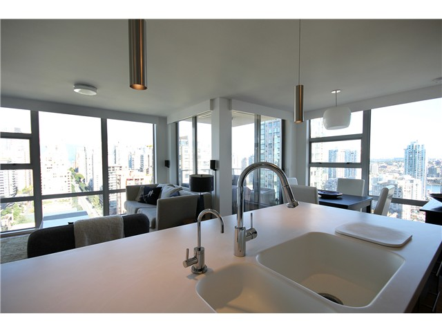Photo 2: 2202 1225 RICHARDS Street in Vancouver: Downtown VW Condo for sale (Vancouver West)  : MLS® # V971303
