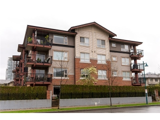 Main Photo: 111 200 KLAHANIE Drive in Port Moody: Port Moody Centre Condo for sale : MLS(r) # V1003995