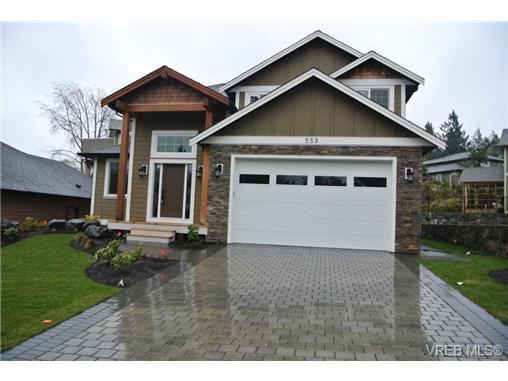 Main Photo: 559 Bezanton Way in victoria: Co Latoria Single Family Detached for sale (Colwood)