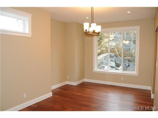 Photo 5: 559 Bezanton Way in victoria: Co Latoria Single Family Detached for sale (Colwood)