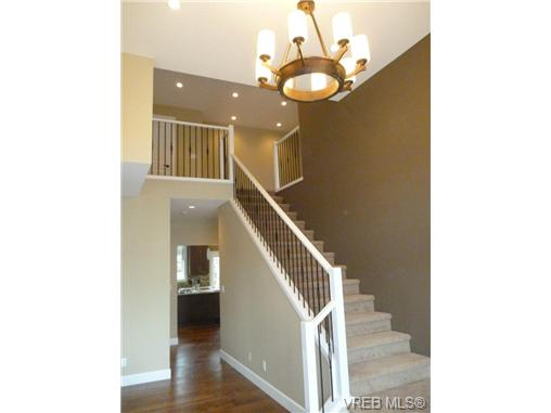 Photo 10: 559 Bezanton Way in victoria: Co Latoria Single Family Detached for sale (Colwood)
