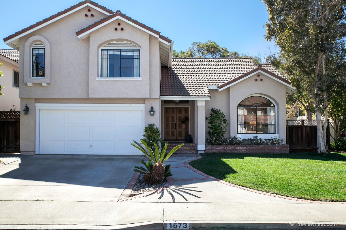 Main Photo: ENCINITAS House for sale : 4 bedrooms : 1573 Summerdawn