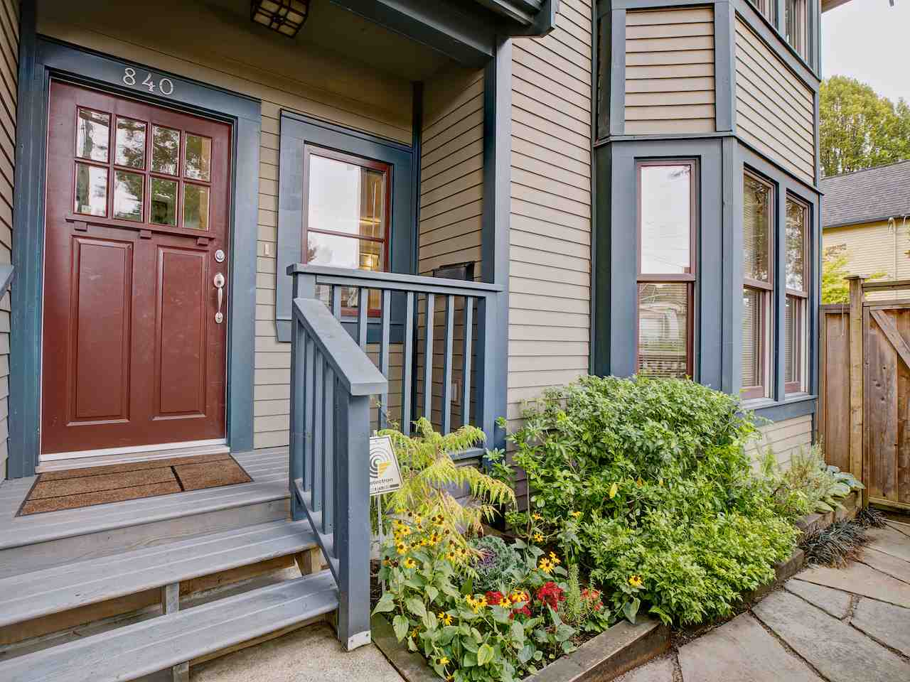 Photo 3: 840 DUNLEVY Avenue in Vancouver: Mount Pleasant VE House for sale (Vancouver East)  : MLS® # R2000261
