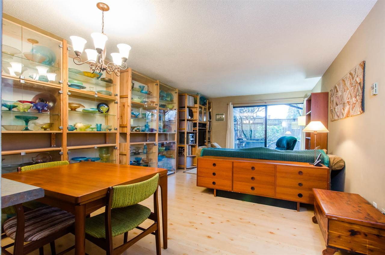 "Main Photo: 112 1990 W 6TH Avenue in Vancouver: Kitsilano Condo for sale in ""Mapleview Place"" (Vancouver West)  : MLS(r) # R2023679"
