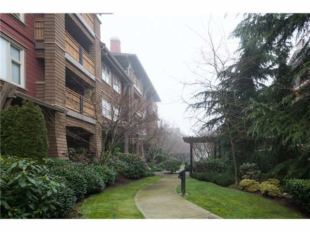 "Photo 2: 209 675 PARK Crescent in New Westminster: GlenBrooke North Condo for sale in ""THE WINCHESTER"" : MLS(r) # R2065075"