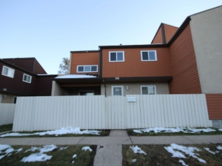 Main Photo:  in Edmonton: Zone 16 Townhouse for sale : MLS(r) # E4042750