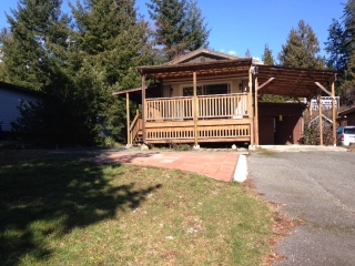 Main Photo: 10 1123 FLUME Road: Roberts Creek Manufactured Home for sale (Sunshine Coast)  : MLS®# R2145101