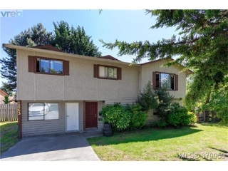 Main Photo: 2863 Sooke Lake Road in VICTORIA: La Goldstream Single Family Detached for sale (Langford)  : MLS(r) # 379059