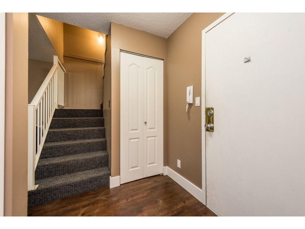 Photo 4: 207 7144 133B Street in Surrey: West Newton Townhouse for sale : MLS(r) # R2187497