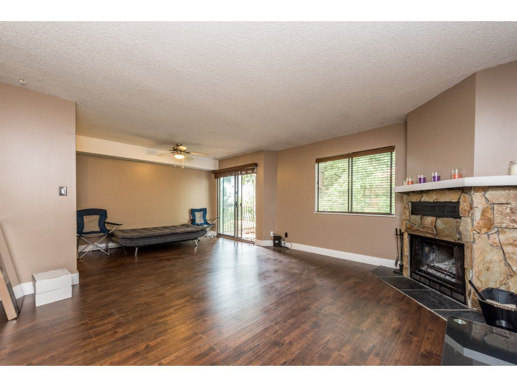Photo 7: 207 7144 133B Street in Surrey: West Newton Townhouse for sale : MLS(r) # R2187497