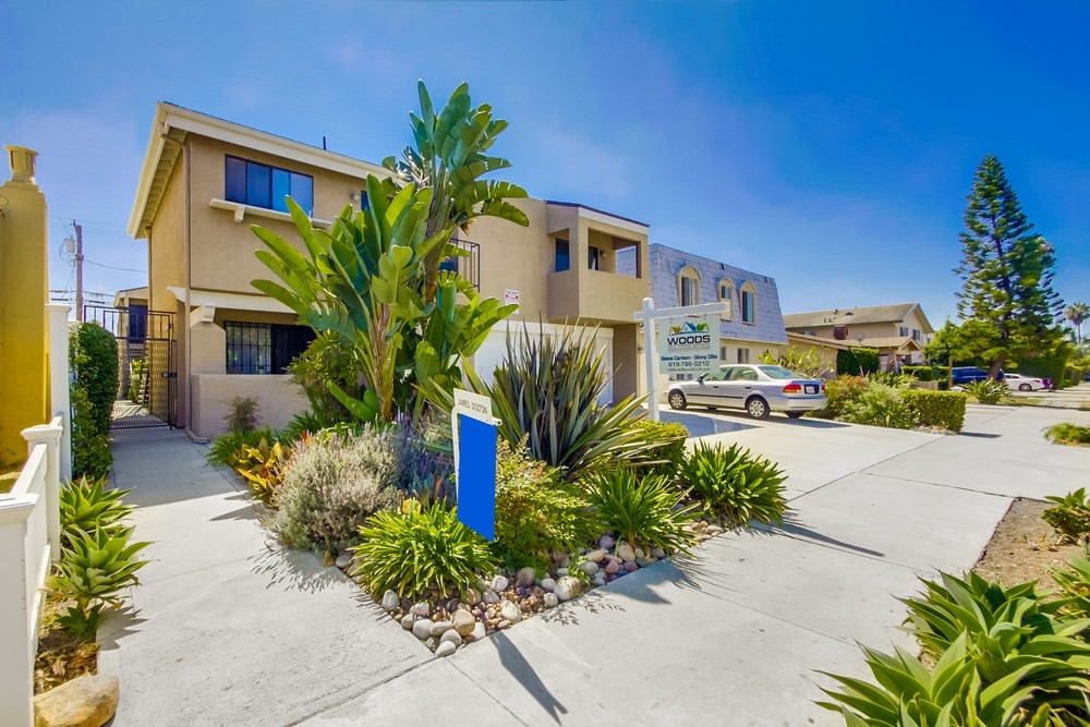 Main Photo: UNIVERSITY HEIGHTS Condo for sale : 2 bedrooms : 4569 HAMILTON STREET #4 in San Diego