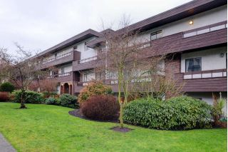 "Main Photo: 217 2025 W 2ND Avenue in Vancouver: Kitsilano Condo for sale in ""SEABREEZE"" (Vancouver West)  : MLS® # R2232802"