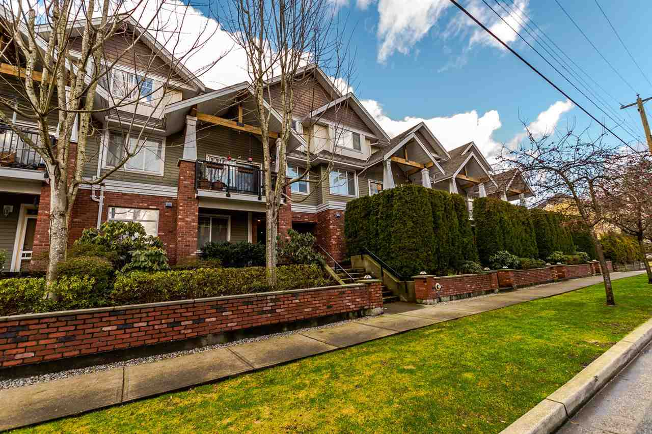 "Main Photo: 112 1567 GRANT Avenue in Port Coquitlam: Glenwood PQ Condo for sale in ""The Grant"" : MLS® # R2234051"