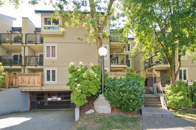 "Main Photo: 306 1450 E 7TH Avenue in Vancouver: Grandview VE Condo for sale in ""Ridgeway Place"" (Vancouver East)  : MLS(r) # V892318"