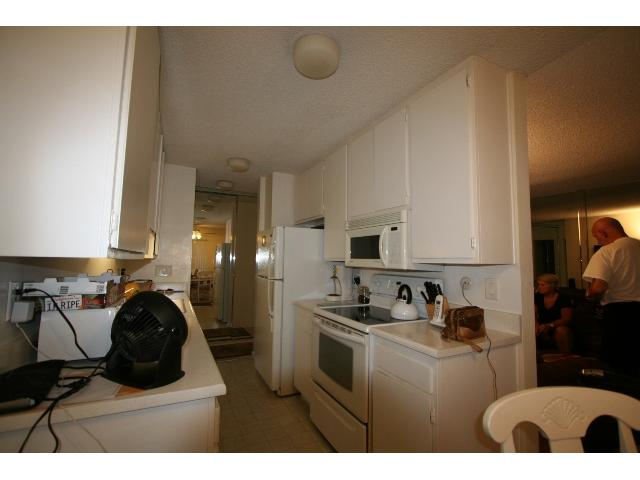 Photo 4: PACIFIC BEACH Condo for sale : 2 bedrooms : 1801 Diamond #209