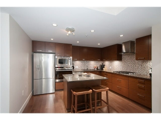 "Main Photo: 307 210 W 13TH Street in NORTH VANC: Central Lonsdale Condo for sale in ""THE KIMPTON"" (North Vancouver)  : MLS® # V1130228"