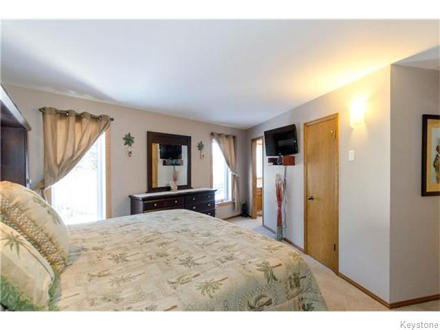 Photo 13: 19 Radium Cove in WINNIPEG: North Kildonan Residential for sale (North East Winnipeg)  : MLS(r) # 1601477