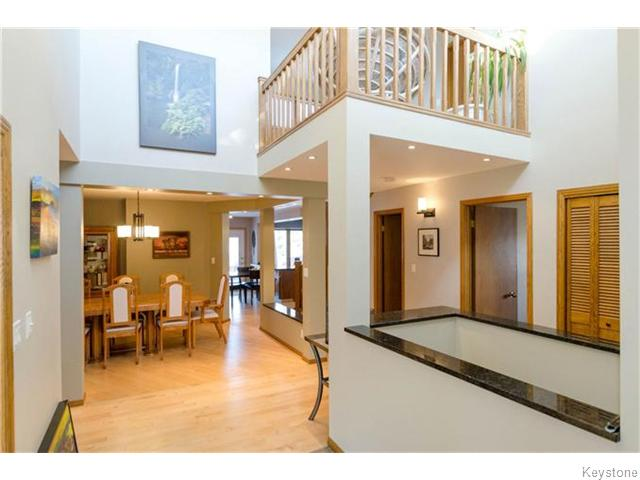 Photo 2: 19 Radium Cove in WINNIPEG: North Kildonan Residential for sale (North East Winnipeg)  : MLS(r) # 1601477