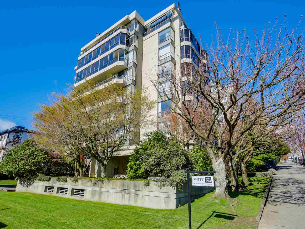 "Main Photo: 801 505 LONSDALE Avenue in North Vancouver: Lower Lonsdale Condo for sale in ""La Premiere"" : MLS®# R2047906"