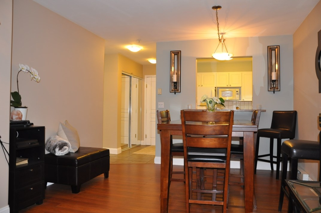"Photo 5: 314 9979 140 Street in Surrey: Whalley Condo for sale in ""SHERWOOD GREEN"" (North Surrey)  : MLS® # R2074130"
