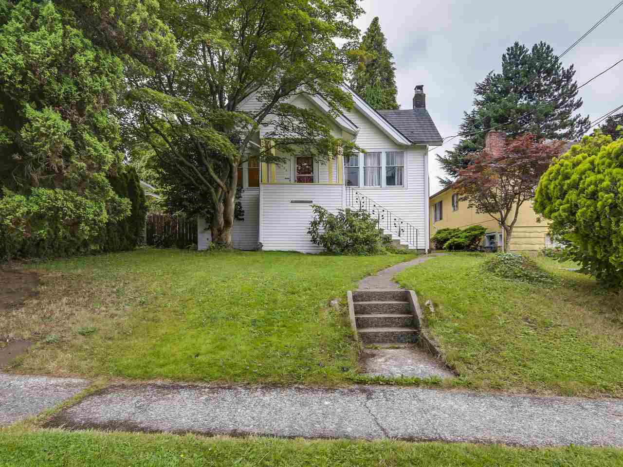 "Main Photo: 620 COLBORNE Street in New Westminster: GlenBrooke North House for sale in ""GLENBROOKE NORTH"" : MLS(r) # R2100177"