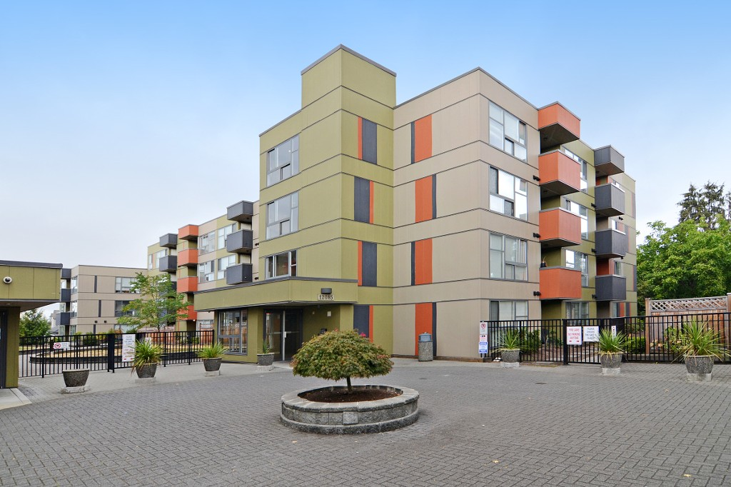 "Main Photo: 122 12085 228 Street in Maple Ridge: East Central Condo for sale in ""RIO"" : MLS® # R2103860"