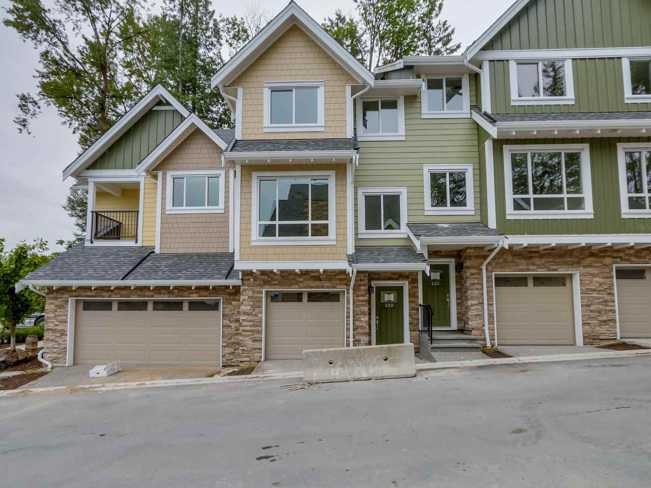 "Main Photo: 302 1405 DAYTON Street in Coquitlam: Westwood Plateau Townhouse for sale in ""ERICA"" : MLS® # R2127900"