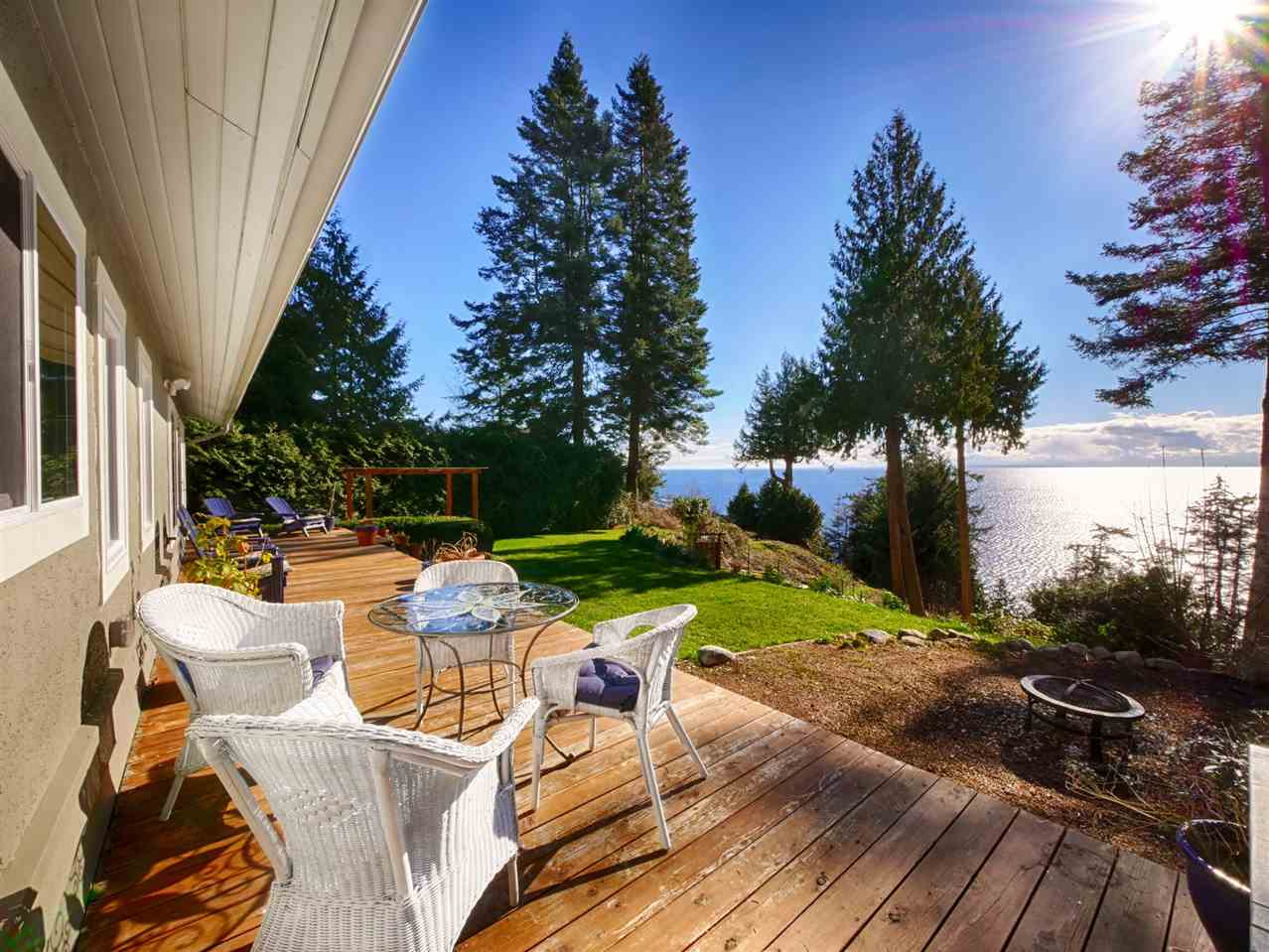 "Main Photo: 7829 REDROOFFS Road in Halfmoon Bay: Halfmn Bay Secret Cv Redroofs House for sale in ""HALFMOON BAY"" (Sunshine Coast)  : MLS® # R2142516"