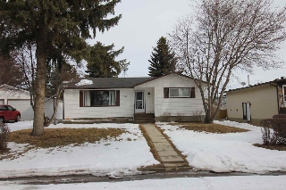Main Photo: 4922 49 Avenue: Legal House for sale : MLS(r) # E4055555