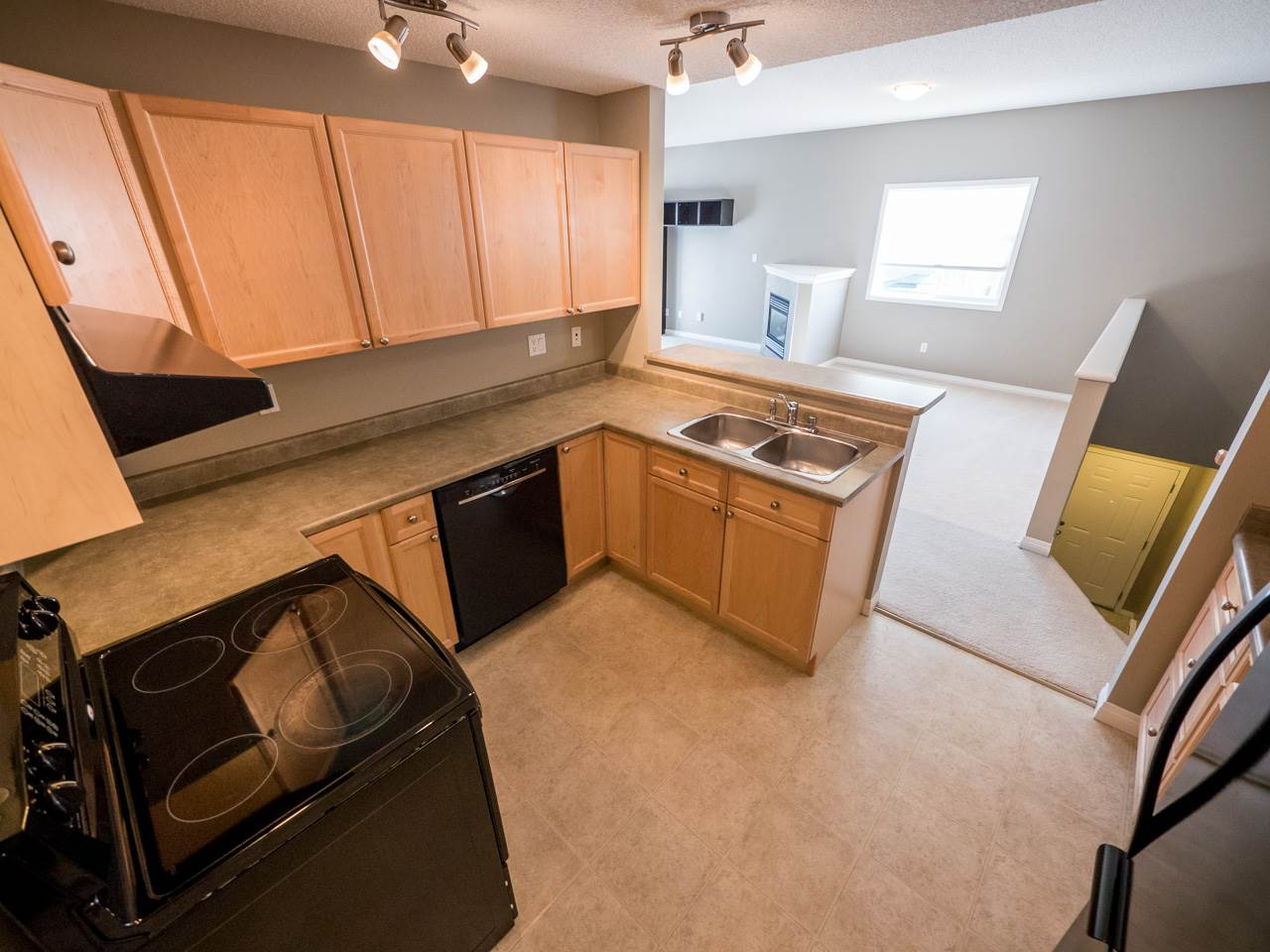 Photo 5: 71 3040 SPENCE Way in Edmonton: Zone 53 Townhouse for sale : MLS(r) # E4063695