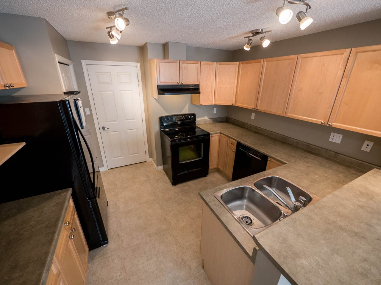 Photo 3: 71 3040 SPENCE Way in Edmonton: Zone 53 Townhouse for sale : MLS(r) # E4063695