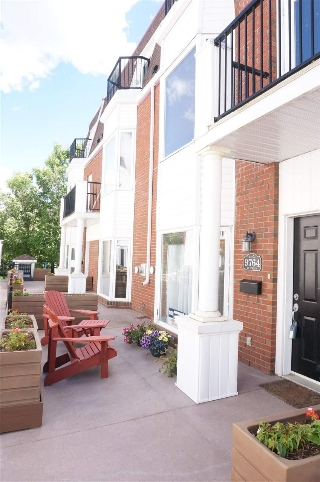 Main Photo: 9764 92 Street in Edmonton: Zone 18 Townhouse for sale : MLS® # E4070712