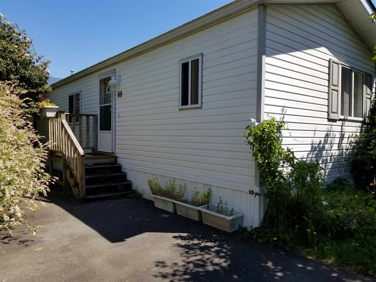 "Main Photo: 88 41168 LOUGHEED Highway in Mission: Dewdney Deroche Manufactured Home for sale in ""OASIS COUNTRY ESTATES"" : MLS® # R2185780"