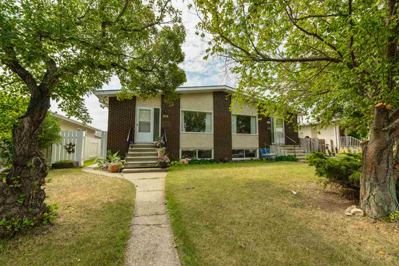 Main Photo: 3107 3109 113 Avenue in Edmonton: Zone 23 House Duplex for sale : MLS® # E4073145