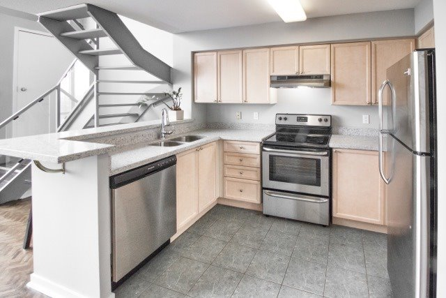 Photo 9: 250 Manitoba St Unit #Ph 817 in Toronto: Mimico Condo for sale (Toronto W06)  : MLS® # W3873614