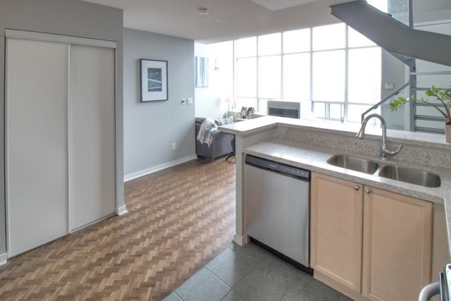 Photo 10: 250 Manitoba St Unit #Ph 817 in Toronto: Mimico Condo for sale (Toronto W06)  : MLS® # W3873614