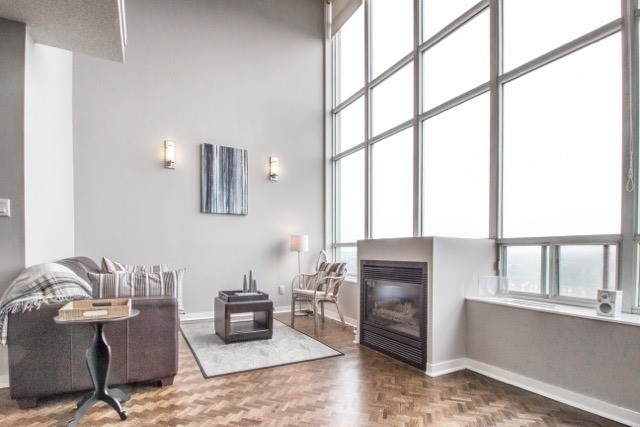 Main Photo: 250 Manitoba St Unit #Ph 817 in Toronto: Mimico Condo for sale (Toronto W06)  : MLS(r) # W3873614
