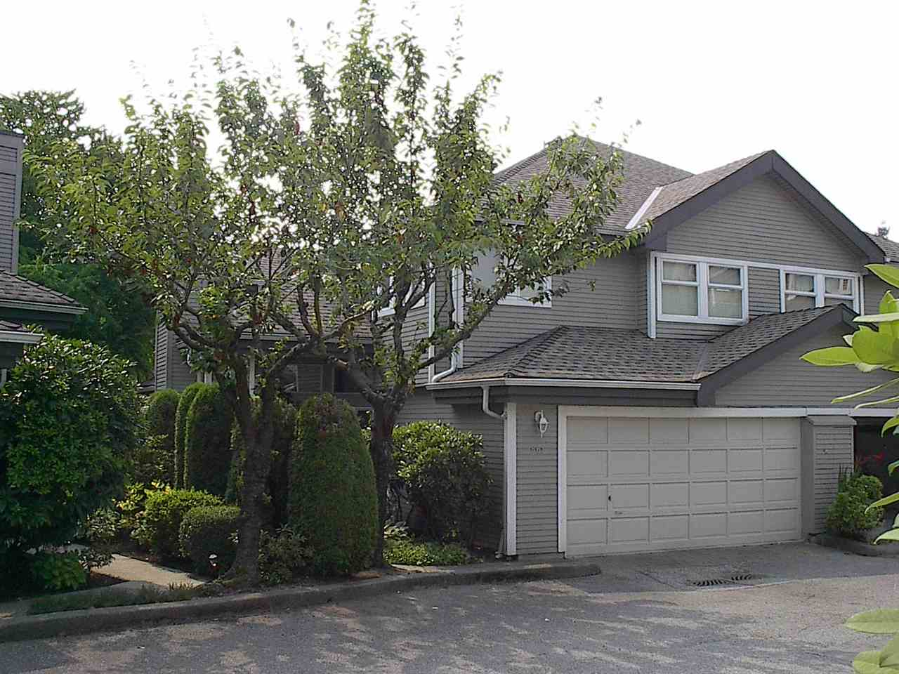 Main Photo: 861 ROCHE POINT DRIVE in North Vancouver: Roche Point Townhouse for sale : MLS® # R2194349