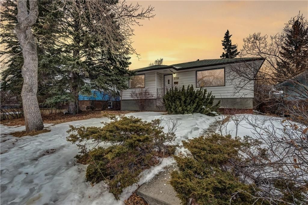 Main Photo: 3720 3 Avenue SW in Calgary: Spruce Cliff House for sale : MLS® # C4163737