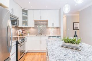 "Main Photo: 204 2255 YORK Avenue in Vancouver: Kitsilano Condo for sale in ""Beach House"" (Vancouver West)  : MLS®# R2287429"