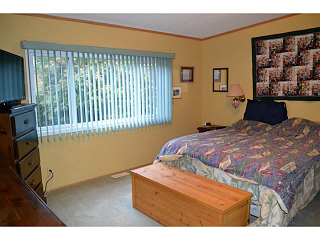 "Photo 11: Photos: 22 1123 FLUME Road: Roberts Creek Manufactured Home for sale in ""IKELON MANFHP"" (Sunshine Coast)  : MLS®# V1094140"
