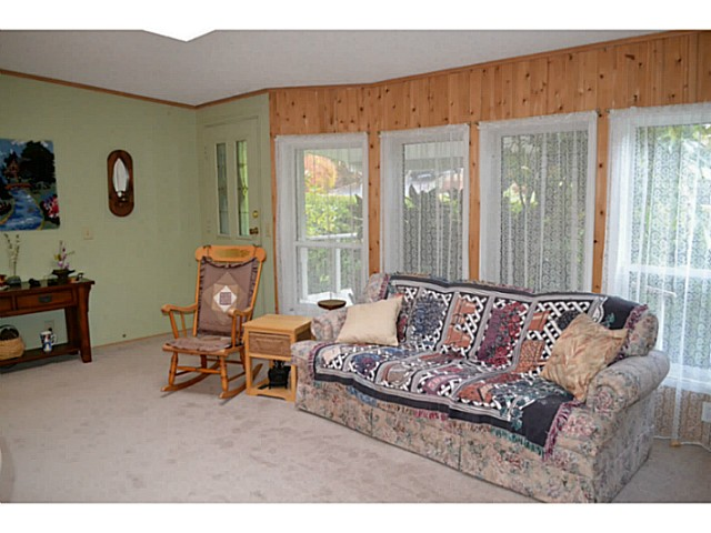 "Photo 5: Photos: 22 1123 FLUME Road: Roberts Creek Manufactured Home for sale in ""IKELON MANFHP"" (Sunshine Coast)  : MLS®# V1094140"
